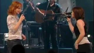 Download Reba McEntire and Kelly Clarkson Live Fancy Video