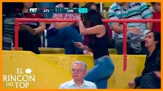 Download Mujer derritio a fans en pleno partido de Atlas vs Santos Video