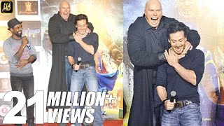 Download Tiger Shroff Looks So Small In front Of Nathan Jones - Villian Of A Flying Jatt Video