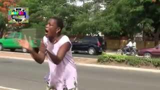 Download Des citoyens crient leur colère au sit-in des journalistes pour la libération de Bonero LAWSON Video