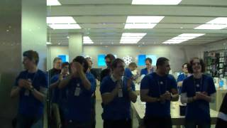 Download Erster iPad 2 Käufer im Apple Store Hamburg Video