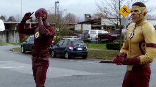 Download Flash beats Kid Flash in a race ″TheFlash3×12″ Untouchable Video