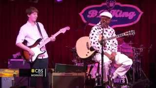 Download Blues prodigy 14 year old guitarist jams with blues legend Video
