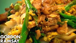 Download Egg-Fried Rice Noodles with Chicken - Gordon Ramsay Video