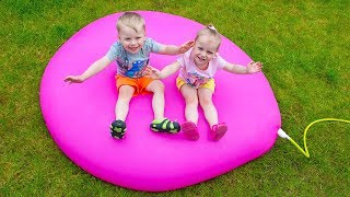 Download Gaby Alex and Mommy playing with Giant Water Balloon Video