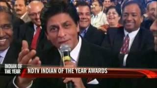Download NDTV awards: SRK sings to Priyanka Chopra Video