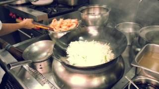 Download 王师傅~新马菜系鲜虾干炒河粉 Wok cooking (Stir fried flat rice noodle with prawn) Video