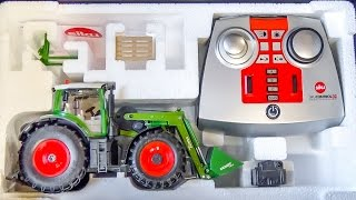 Download RC tractor gets unboxed and dirty for the first time! Video