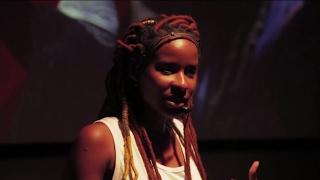 Download Uma rede colaborativa para colocar os direitos humanos na prática | Monique Evelle | TEDxRioVermelho Video