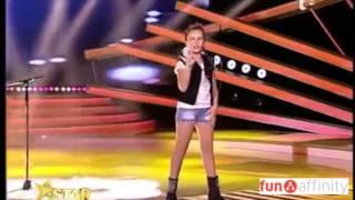 Download ¡Una niña sorprende a todo el mundo cantando! Video