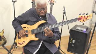 Download Abraham Laboriel tries out his new Wyn Fretless Video