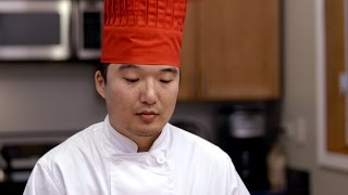 Download Heartbreaking: Hibachi Chef Tries To Make Meal On A Regular Table Video