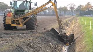 Download Fendt Vario 714 cleaning a ditch. Video