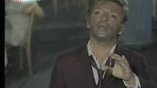 Download Zeki Müren - İnleyen Nagmeler (Şarkıya Eşlik Ettiği Sahne) Video