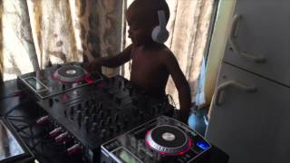 Download Dj Arch Jnr mixing it up with some acapella Video
