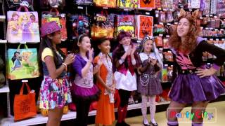 Download A Monster High Fashion Show: Freaky just got Fabulous! Video