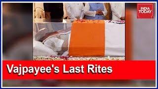 Download Bhutan, Afghan Delegation To Arrive Soon For Vajpayee's Funeral | Rajdeep & Rahul Debate Video