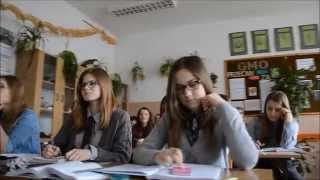 Download ″51 twarzy III LO″, czyli film promujący szkołę. Co po gimnazjum? Video