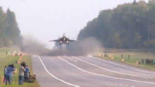 Download Посадка самолетов МиГ-29 и Су-25 на АУД. Взлет на боевое применение Video