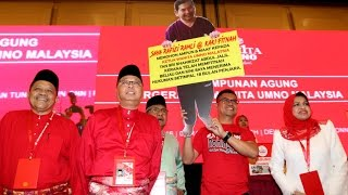 Download Jamal brings mock-up of Rafizi to Umno General Assembly Video