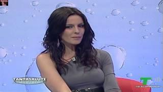 Download Nathalie Goitom in collant e minigonna nera! Video
