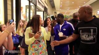 Download Akon in Mall Charlotte, NC Video