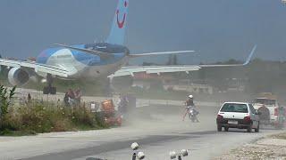 Download Skiathos. Dangerous Jet blast and low Landings. Video