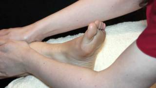 Download How To Give a Basic Foot and Leg Massage [Unintentional ASMR] - Massage Demonstration and Tutorial Video