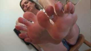 Download 50+ bare soles foot nirvana toes in shorty shorts Video