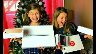 Download Kids Opening EARLY Christmas Presents ( 2017 Dec 23 ) Video