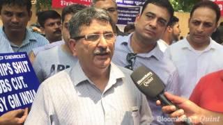 Download General Motors India Dealers Protest In New Delhi Video