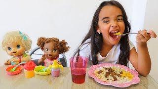 Download BIA LOBO ALMOÇO COM BABY ALIVE Video