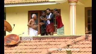 Download Kerala Floods : old couples not cooperating with rescue team Video