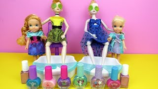 Download SPA ! Elsa and Anna toddlers at beauty salon - Barbie is hair stylist - nails painting - shopping Video