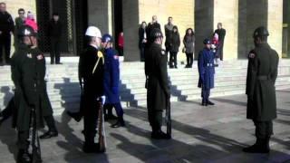 Download HARİKA SES ! Anıtkabir'de Askerlerin Nöbet Değişimi... (11.02.12) Video