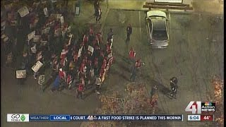 Download Fast food workers protesting for increasing in minimum wage Video