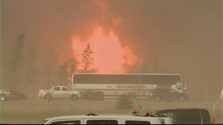 Download Man escapes from burning bus near Fort McMurray Video
