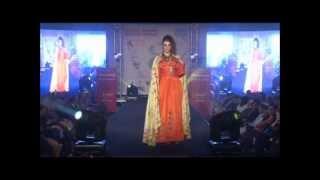 Download défilé de mode avec soraya khaled organisé par DZERIET le 8 mars 2013 suite Video