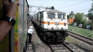 Download Rajdhani Overtakes Duronto! Howrah Rajdhani vs Sealdah Duronto at Asansol Video