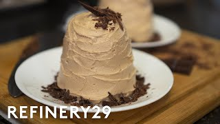Download A Pro Chef Bakes Chocolate Cake In A Microwave | Good Chef, Bad Kitchen | Refinery29 Video