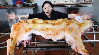 Download 在广东吃蒸猪,大叔30年手艺一锅蒸一头!猪皮冒油闻着香,200人等出锅 Video