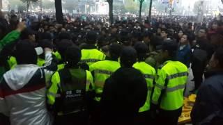 Download 박근혜 지지 엄마부대 여중생 폭행후 경찰이 보호1 Video