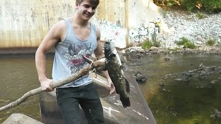 Download [GRAPHIC] Making a Spear and Hunting Catfish! Cleaning and Cooking! Video