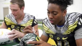 Download Oregon Football Fan Day 2015 Video