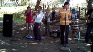 Download Cantando en Sesori, la del moño colorado en la voz de Tano y Los Camaliones de Lionor Video