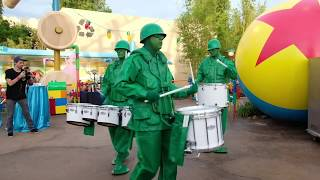 Download Green Army Men Drum Corps show in Toy Story Land at Walt Disney World Video
