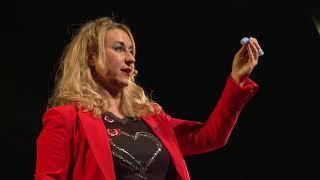 Download Persuade con tu voz. Estrategias para sonar creíble. | Emma Rodero | TEDxMalagueta Video