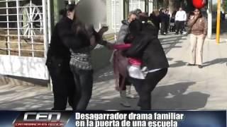 Download Desagarrador drama familiar en la puerta de una escuela Parte 1 Video