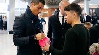 Download Customs officers also after CR7's autograph Video