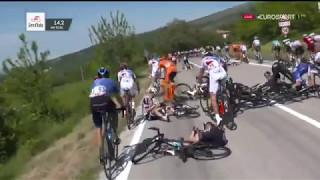 Download Giro d'Italia   Crash With MOTOR   Yates & Thomas Crash Video